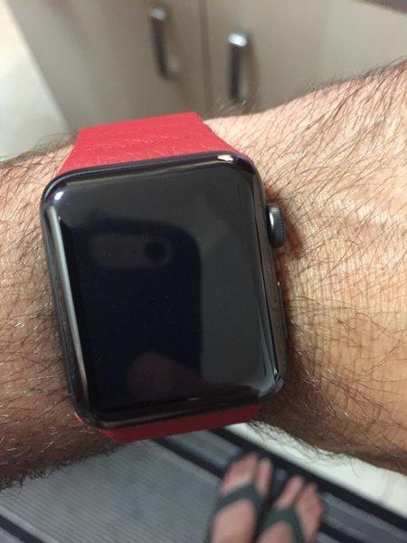 Одиночное нажатие на экран при работе с приложением arwatch изменит цвет ремешка apple watch, а длинный тап – сохранит полученный результат в системную галерею операционной системы ios.